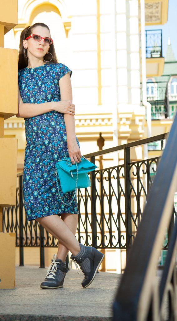 Платье с кроссовками в Daily Look 1