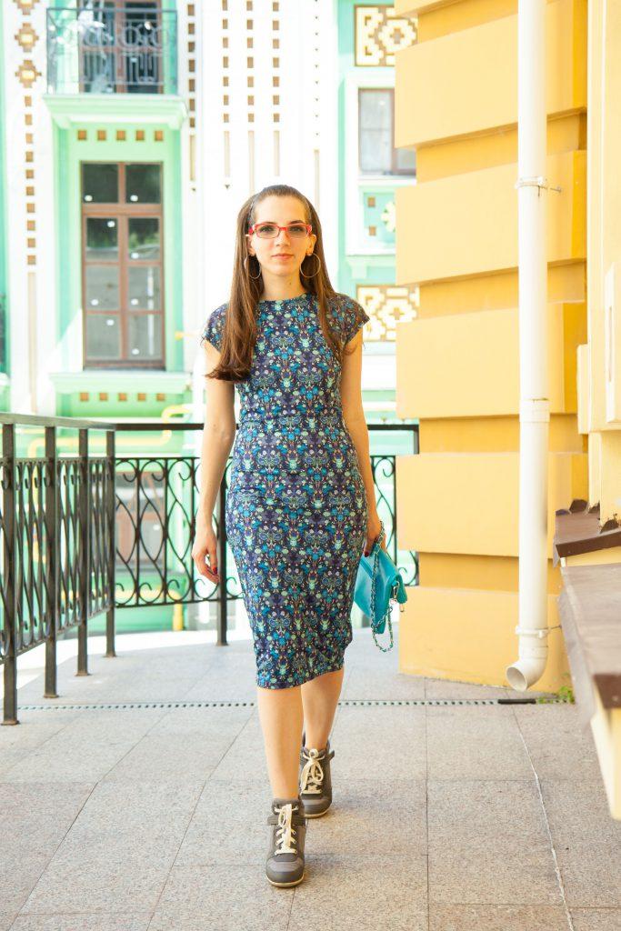 Платье с кроссовками в Daily Look 2